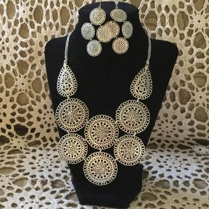 Stella & Dot Necklace and Earrings